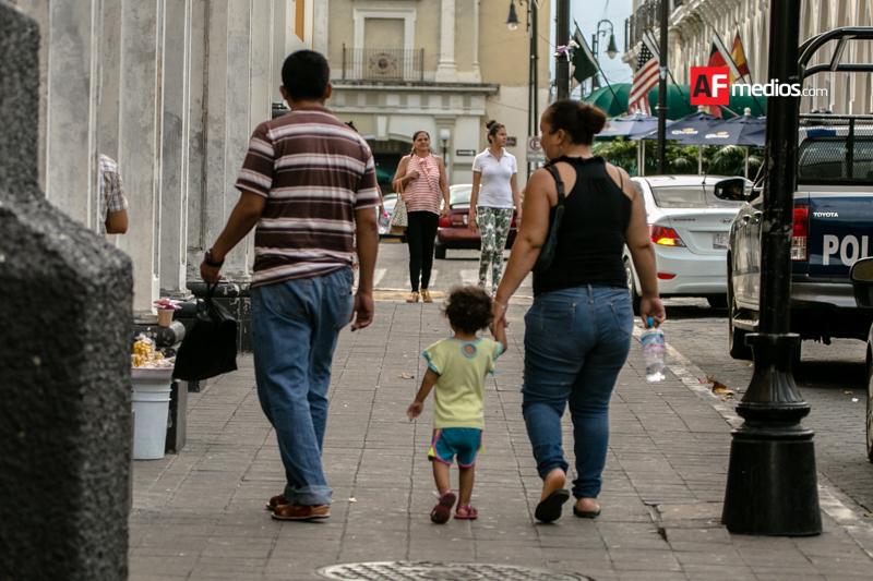 Mexicanos califican con ocho su vida personal