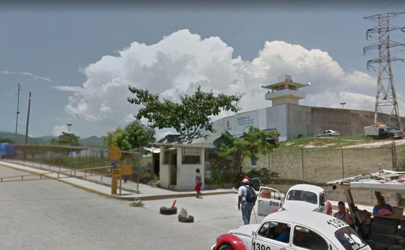 Se amotinan reos en el penal de Acapulco, hay varios muertos