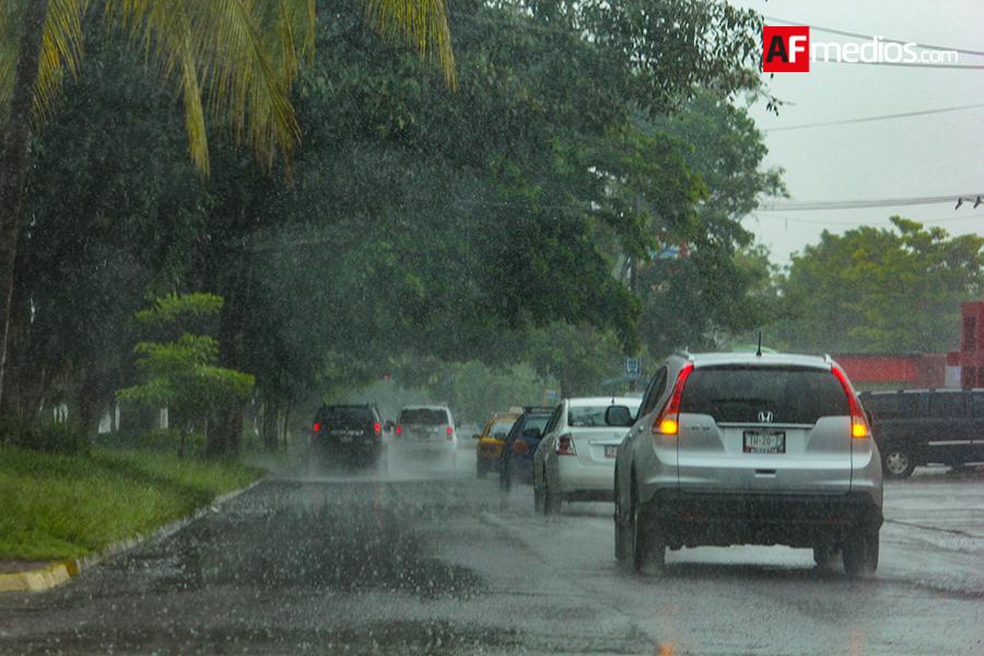Suspende Colima clases en todo el estado por inundaciones
