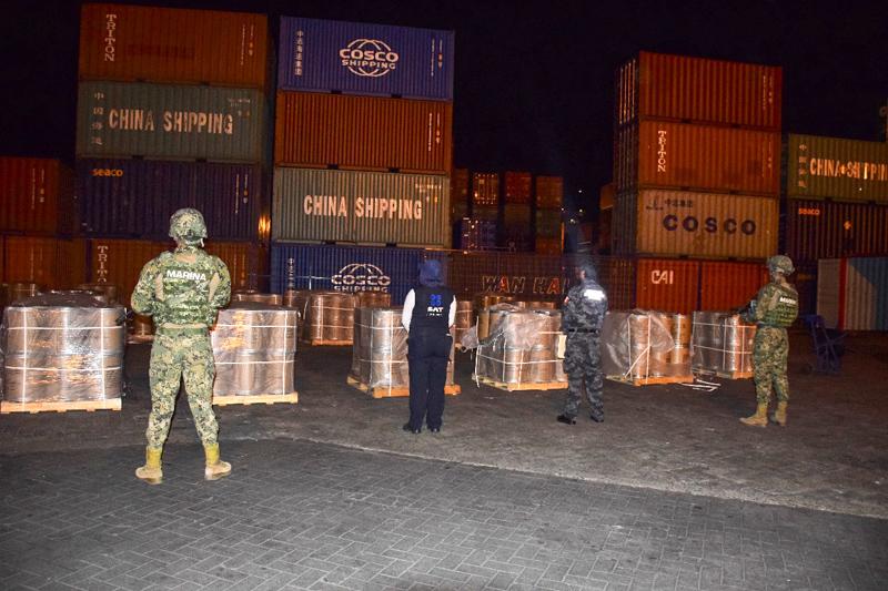 Semar asegura cargamento con 18 kilos de precursores químicos en Manzanillo, Colima