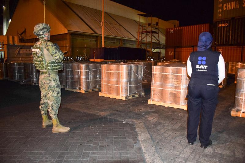 Aseguran en Manzanillo 18 toneladas de precursor químico proveniente de China