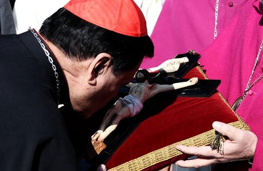 Norberto Rivera deja de ser arzobispo; pide disculpas por errores