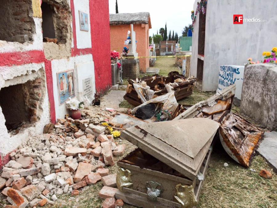 Roban tres cadáveres en panteón de El Saltó en Jalisco