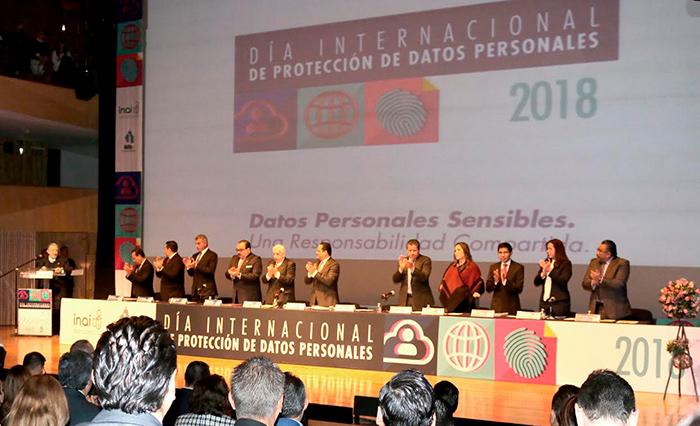 Puebla publica Ley de Transparencia y Protección de Datos en Braile