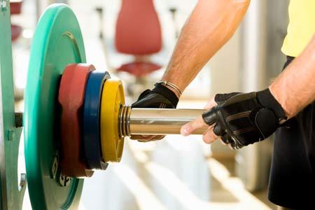 Más repeticiones, menos peso: dice estudio