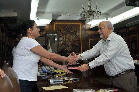U de Colima entrega mil 257 libros nuevos a sus bachilleratos y al IUBA