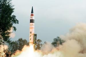 India prueba un misil de largo alcance con capacidad nuclear