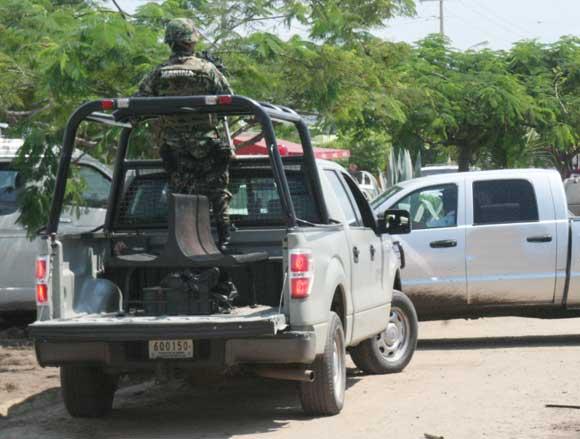 Marina detiene a sujetos armados en Las Brisas, Manzanillo