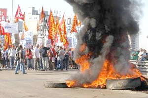 Gremios en Argentina realizan primera huelga general en una década
