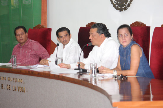 Apertura al diálogo y construcción de acuerdos, pide Rueda en comparecencia