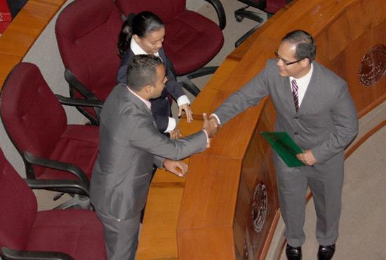 Ausente Angel Durán en toma de protesta de magistrados electorales