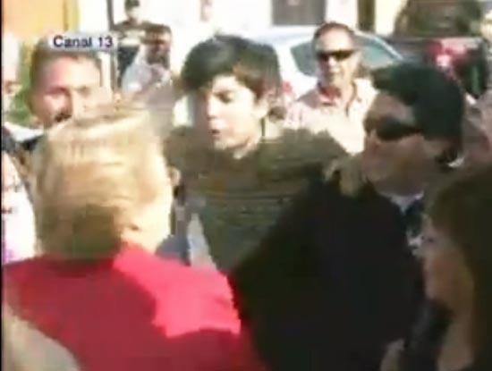 Escupitajo a Bachelet; un llamado de alerta a la política chilena