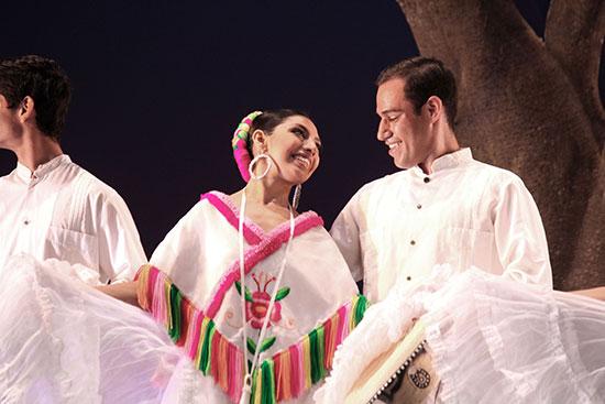 Domingo de danza folclórica en el Teatro Universitario