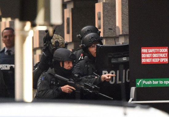 Policía australiana rescata a víctimas de secuestro en un café de Sídney