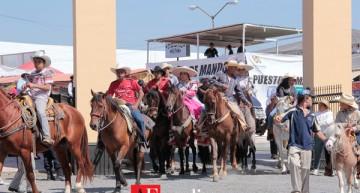 La Petatera recibe primera cabalgata diurna en Villa de Álvarez