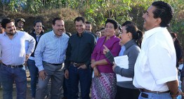 Gobernador entrega obras de saneamiento en Tecomán