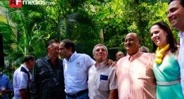 Ignacio Peralta invita chicharrones a candidatos por la gubernatura y piden campañas limpias