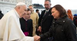 El papa se reúne con británicos víctimas de Estado Islámico