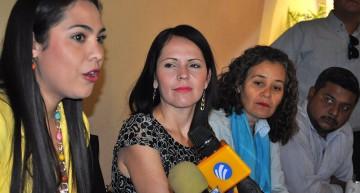 Indira pide a PRD sentirse orgulloso de su nombramiento; Martha se lo recrimina