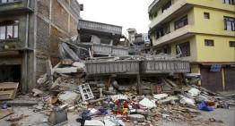 Devastador terremoto deja cientos de muertos en Nepal, desata avalancha mortal en el Everest