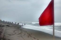 Playa El Real en Tecomán con banderas rojas; precaución a turistas