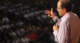 Para ser líder hay que competir y vencer obstáculos, afirma Ignacio Peralta ante alumnos de Campoverde