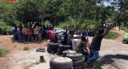 Indígenas cierran carretera Aquila – Lázaro Cárdenas para pedir liberación de Cemeí Verdía