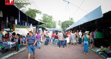PGR asegura 21 mil piezas de material apócrifo en 'La Pulga'