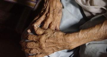 Martha Zepeda ofrece asesoría a adultos mayores que no han recibido pensión