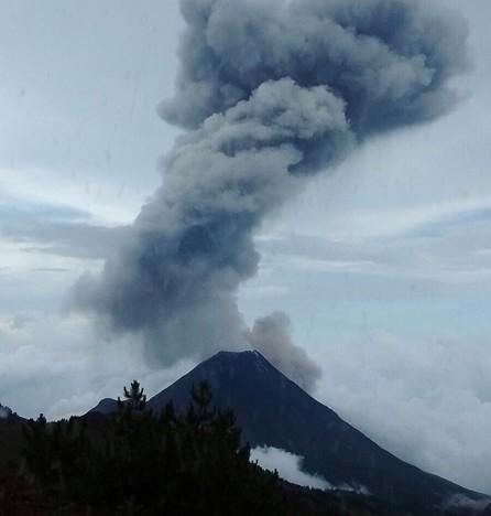 Sigue actividad en Volcán