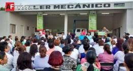 Gobierno estatal entrega taller mecánico y vehículos para promoción de salud