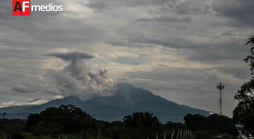 Volcán de Colima continúa actividad explosiva