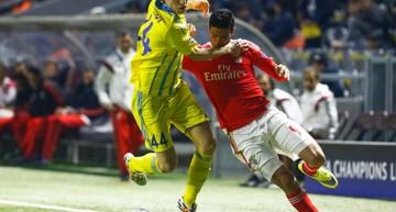Raúl Jiménez marca doblete; Benfica líder de Grupo C en Champions League