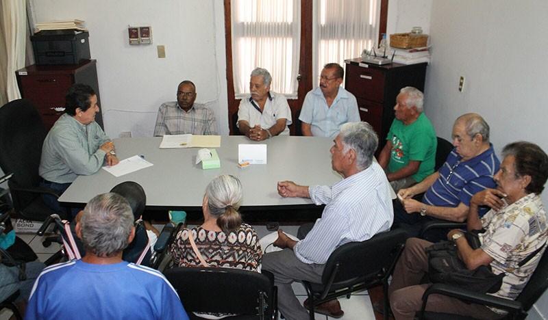 Reunión gobierno – adultos mayores