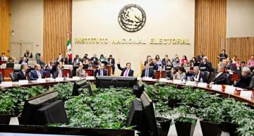 Consejeros del INE se reúnen con presidentes de organismos electorales locales