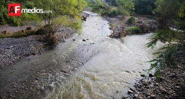 Mil 800 millones de personas utilizan fuentes de agua contaminadas: OMS