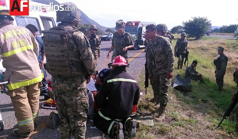 Militares lesionados por volcadura en autopista Guadalajara-Colima