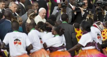 El papa llega a Kenia, en su primera visita a África