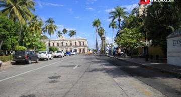 Bloqueo de calles por cierres de campaña descontrola a conductores y usuarios del transporte público