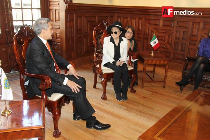 Yoko Ono visitante distinguida de la Ciudad de México