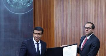 TEPJF valida elección y entrega a 'Nacho' Peralta constancia de gobernador electo de Colima