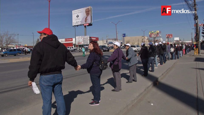 Practican valla humana en Juárez para visita del Papa