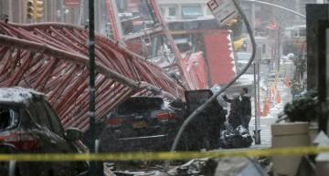 Un muerto y tres heridos al desplomarse una grúa en Nueva York
