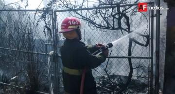 Bomberos sofocan aparatoso incendio en zona centro de Colima; no hubo personas lesionadas