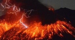 Volcán Sakurajima de Japón hace espectacular erupción