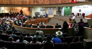 Diputados del PAN piden destitución de policías