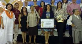 Recibe Karla Covarrubias Cuéllar galardón del Ayuntamiento, por logros académicos