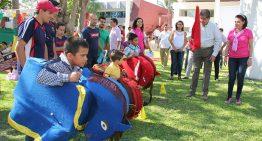 Rector festeja con más de mil niños de varias delegaciones de la U de Colima