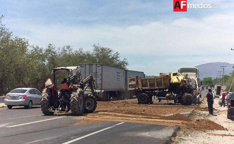 Accidente entorpece tránsito vehicular en autopista Colima-Manzanillo
