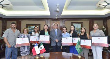 Egresados de economía reciben título de doble grado por la UdeC y por la Universidad de Viña del Mar